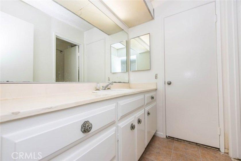 Hallway bath, separate vanity area