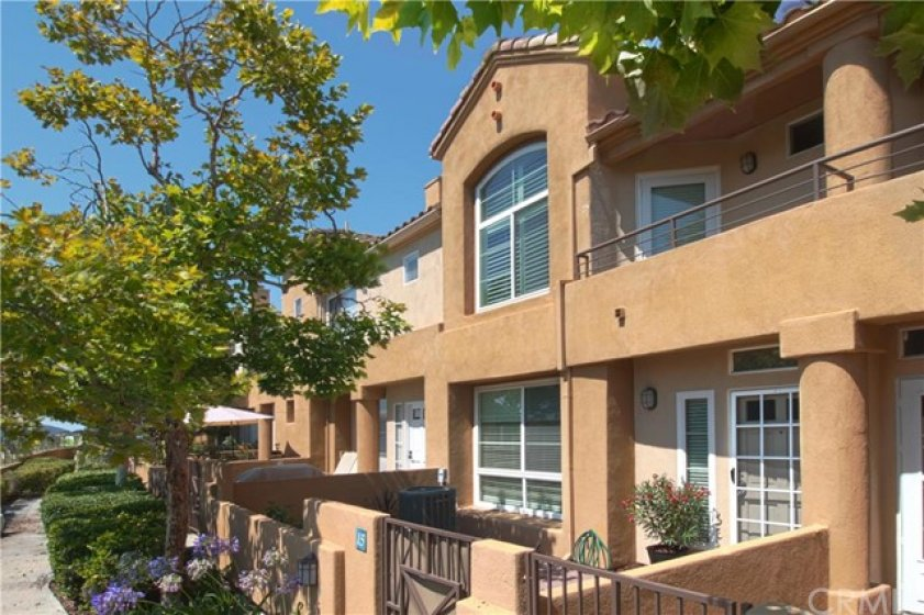 IMMACULATE 3 BEDROOM TOWNHOUSE WITH VIEWS, LARGE PATIO AND 2-CAR GARAGE!