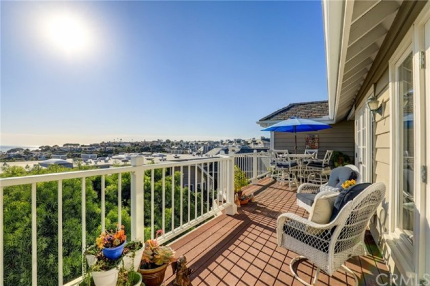 Enjoy the daytime ocean and harbor views and the evening sunsets off the balcony!