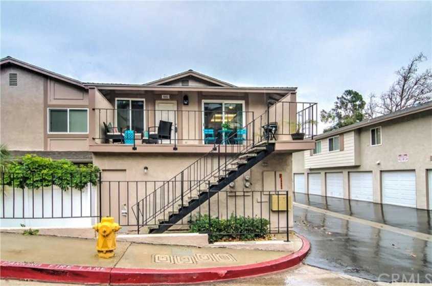 WELCOME HOME....BEAUTIFUL UPSTAIRS CONDO WITH SINGLE CAR GARAGE DIRECTLY BELOW.