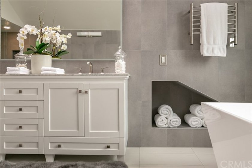 Cubby hole with Towel warmer above