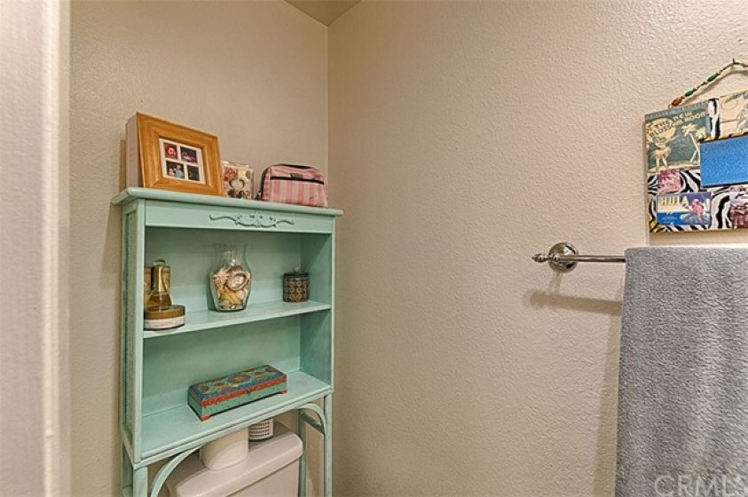 Downstairs 1/2 bathroom