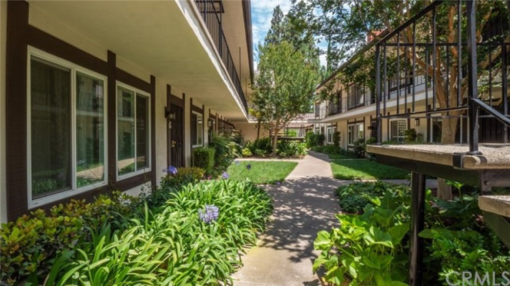 You will love this charming courtyard at Williamshire Condominiums!