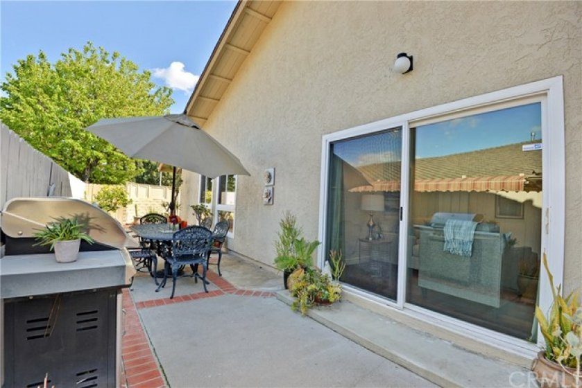 Spacious side yard patio for the outside dining opportunities.