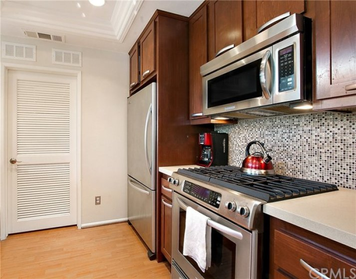 Refaced Cabinets, Stainless Appliances and Quartz Counters