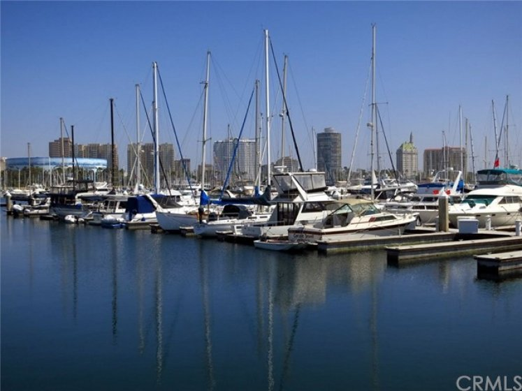Take the bike path and be at the marina in 5 minutes!