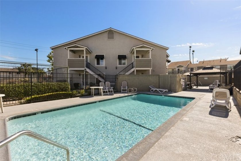Large pool & BBQ with sports courts for all your fun times!