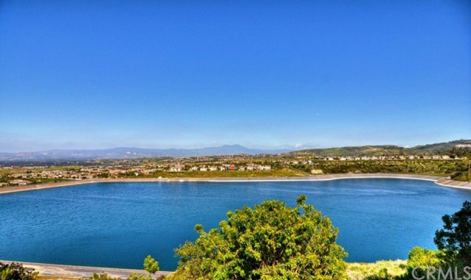 The San Joaquin is approximately 50 acres nestled in the hills of Newport Coast and Newport Beach.