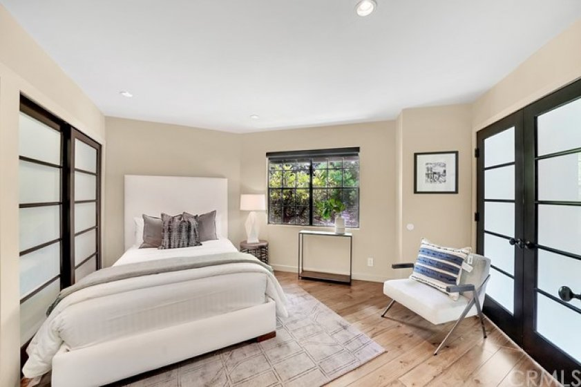 Additional guest bedroom