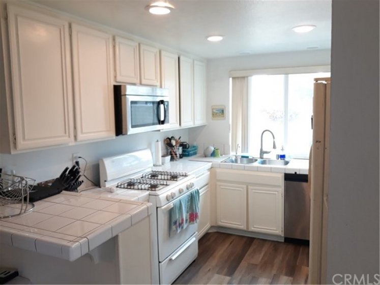 Nice sized kitchen with breakfast bar.