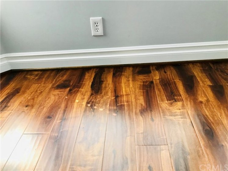 Photo to show you the beautiful laminate flooring and upgraded baseboards