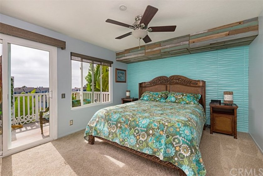 Upstairs master bedroom, walk in closet, ocean view deck