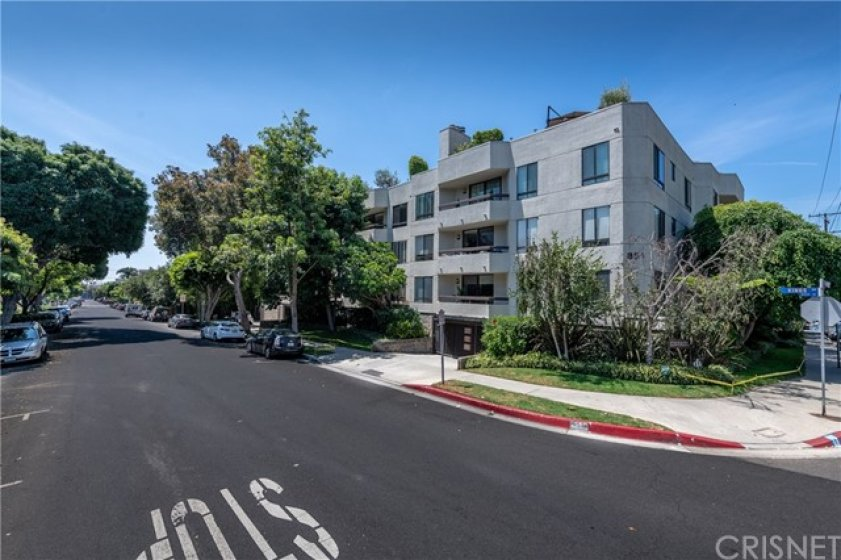 Located in Prime WeHo Plenty of Ample Guest Parking 2 spaces side by side in the secured & gated garage.