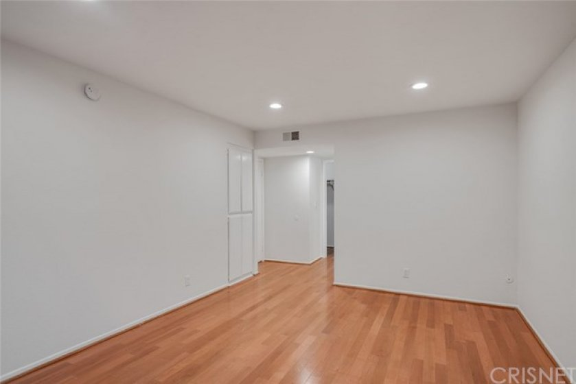 MASTER BEDROOM - 12' x 16.5' - APPROX.