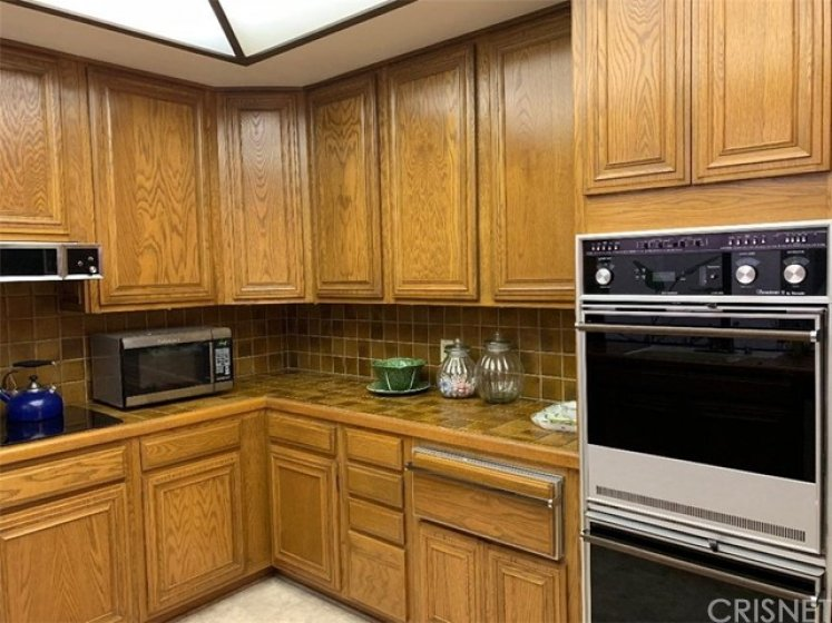 Kitchen features double oven and warming cabinet drawer