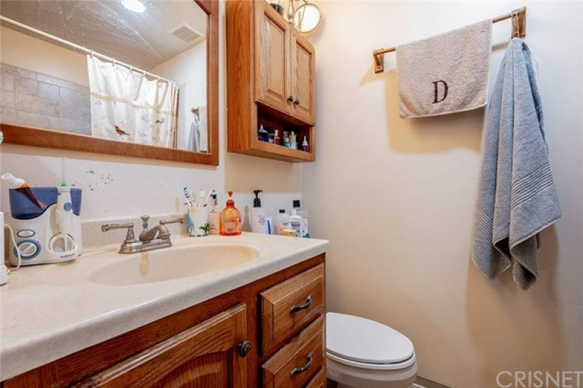 secong/guest bath is well taken care of
