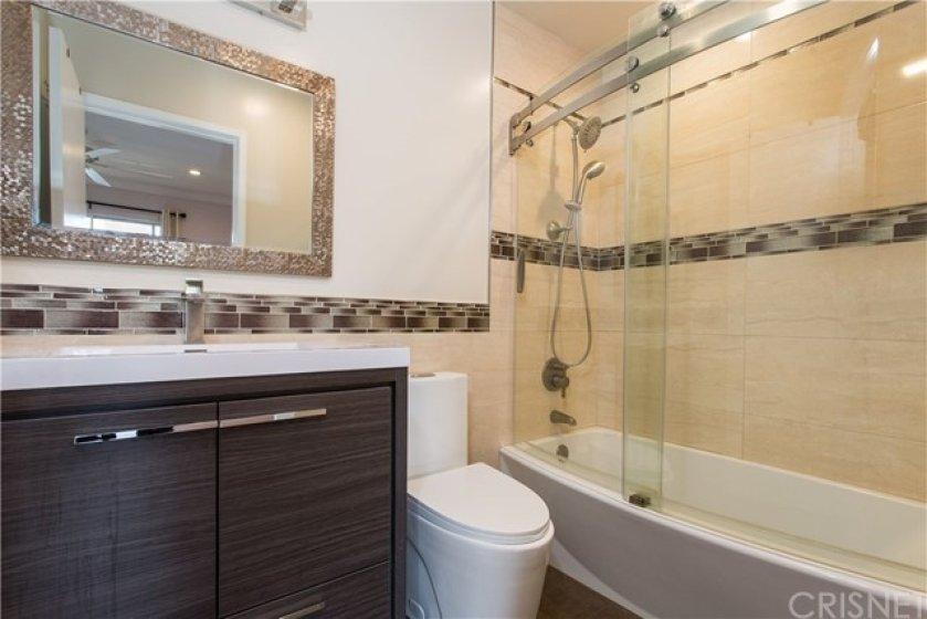 Master bedroom's full Bathroom
