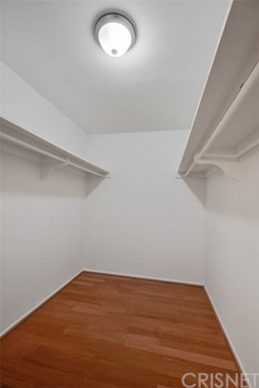 MASTER BEDROOM BIG WALK IN CLOSET