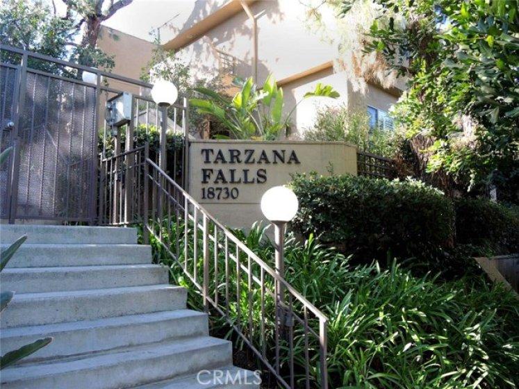Upscale living in one of Tarzana's most prestigious complexes