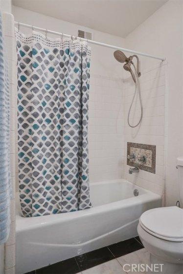 2nd BATHROOM - TUB/SHOWER
