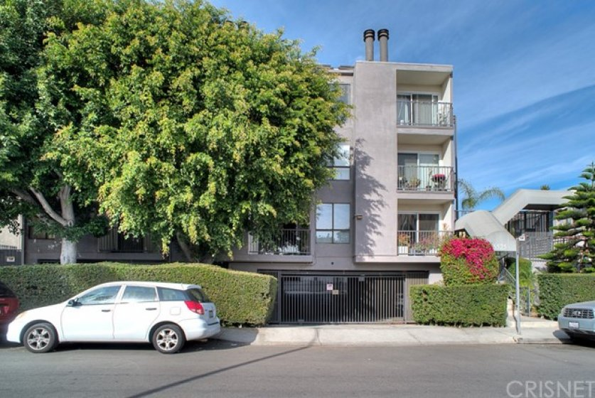 South facing with secure subterranean parking, situated in nice residential neighborhood.