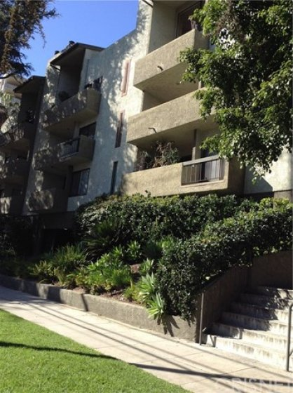 Small, intimate, secure building with only 18 units.  Benefit from the similar privileged community as the Towers nearby, without the more expensive price and higher monthly HOA contributions!