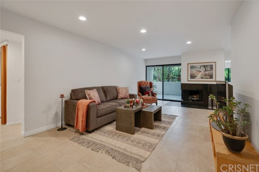 SPACIOUS LIVING ROOM - BRAND NEW RECESSED LIGHTING IN EVERY ROOM