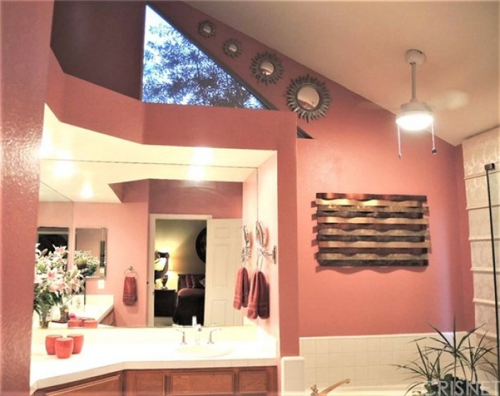 Impressive master bath high ceiling, with jetted tub, dual sinks/vanities and more