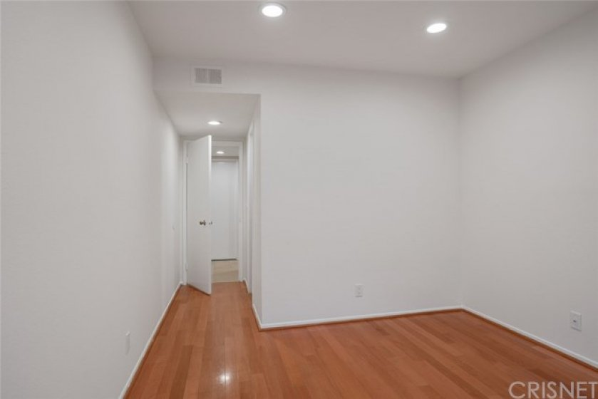 2nd BEDROOM - 10' x 13' - APPROX.