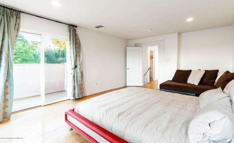 UPSTAIRS  TOP FLOOR BEDROOM-2