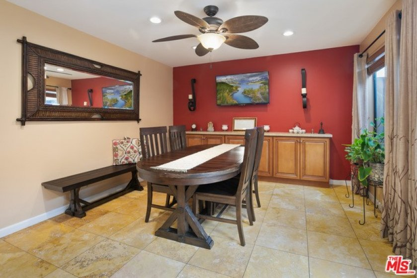 Dinning area in the kitchen