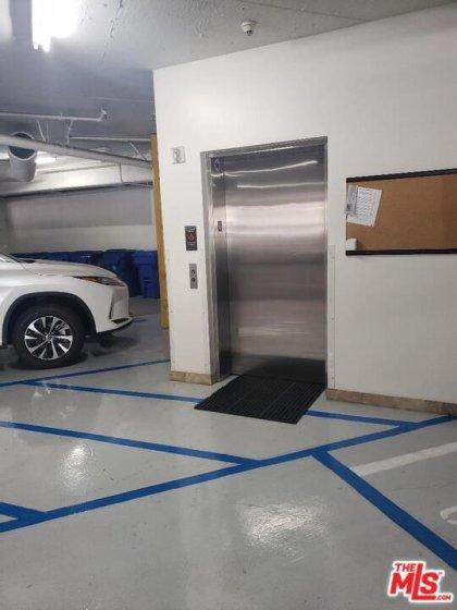 Elevator/Parking