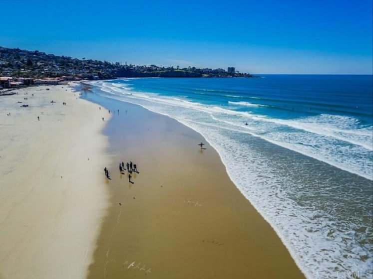 Only a few minutes drive to la Jolla Shores beaches