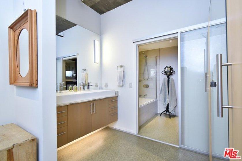 nd Floor Full Baroom wi Dual Sinks...