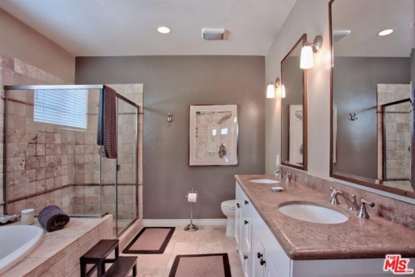 Master Ba/separate Tub & Shower