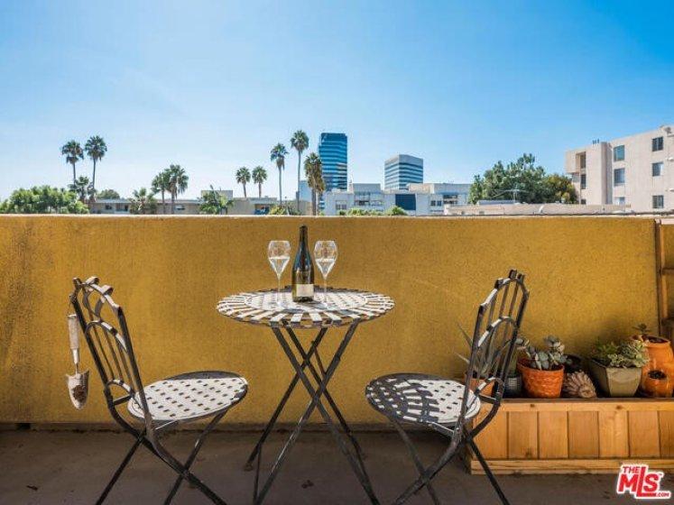 Private balcony wi city views