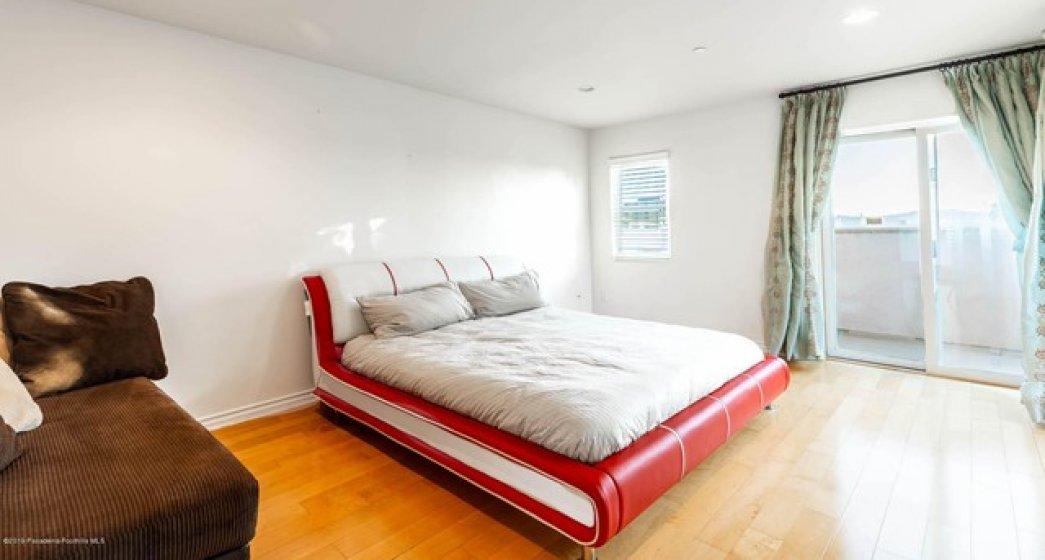UPSTAIRS  TOP FLOOR BEDROOM