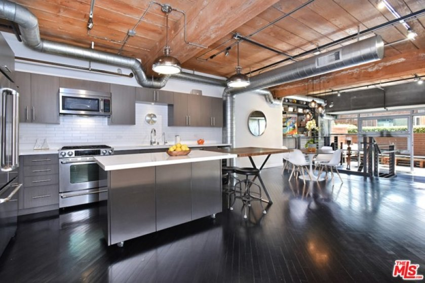 Fully remodeled chef's kitchen...