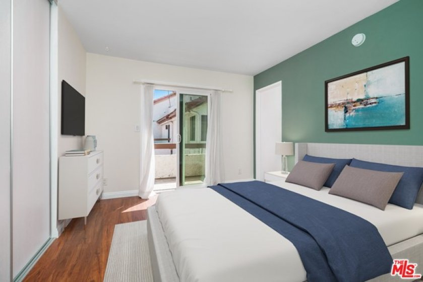 Second En-Suite wi balcony (east)