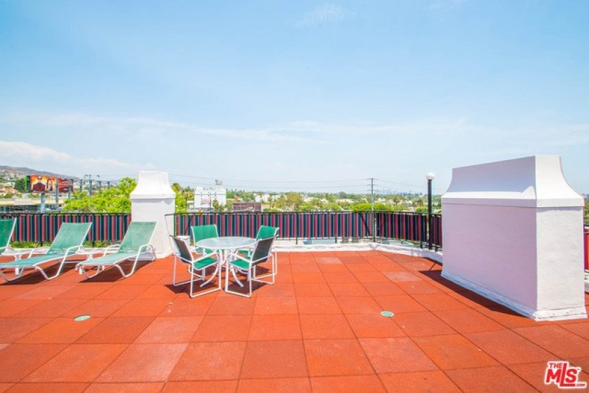 Roof Top with Panoramic Views