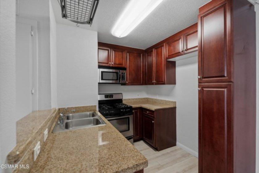 5515 Canoga Ave MLS-12