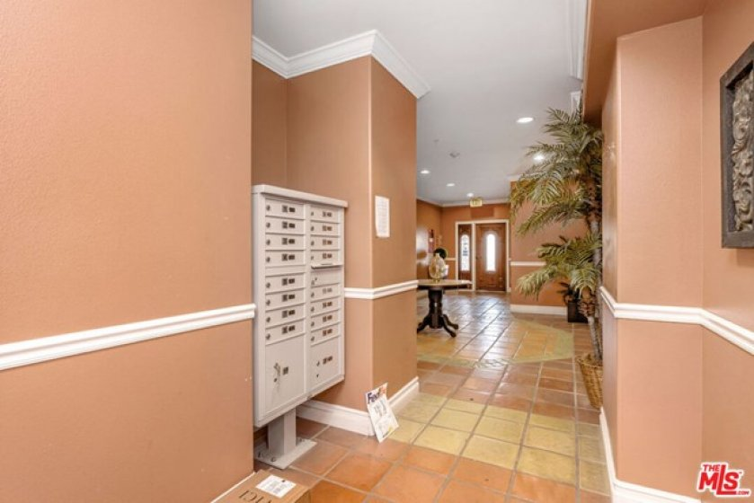 Lobby/Mailboxes