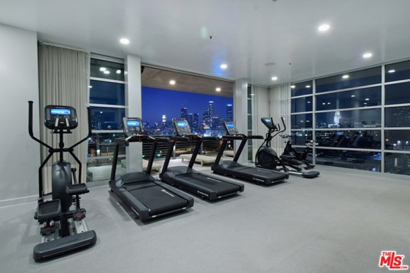 Rooftop gym wi state of e art equipment