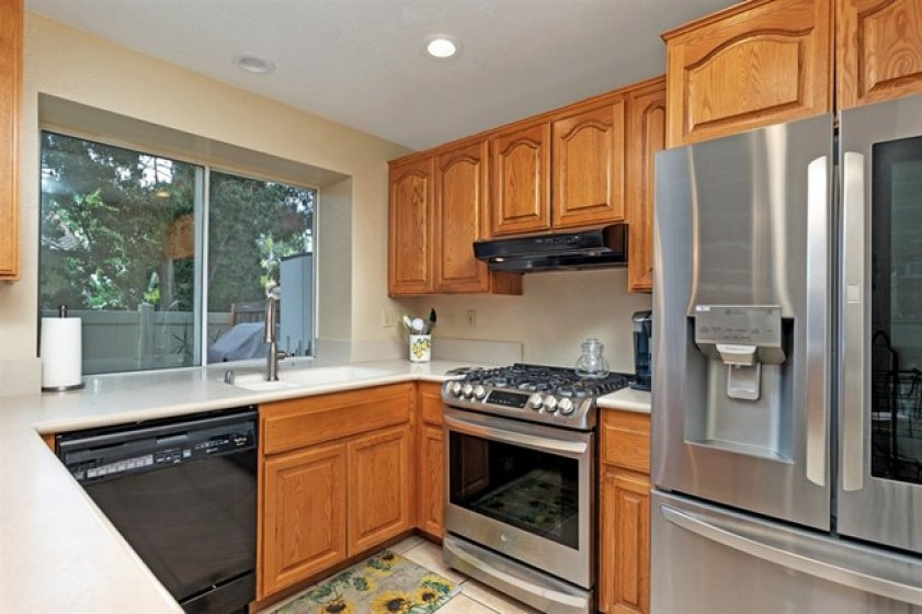 Newer top quality Range/oven, updated lighting.