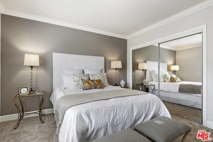 Guest bedroom wi accent wall