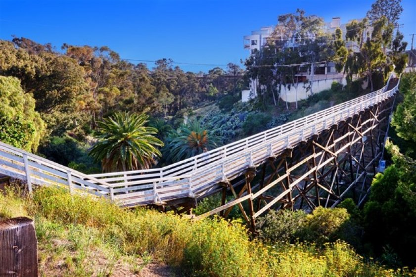 Quince Bridge is 700' from building