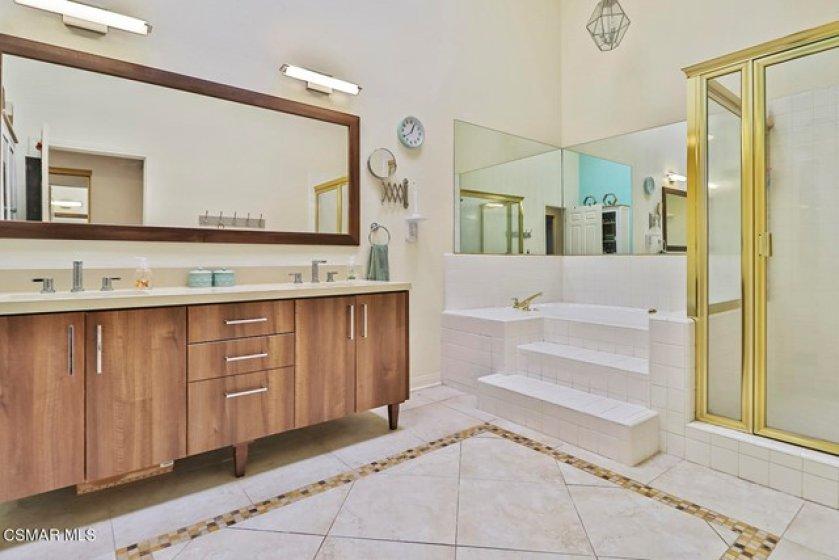 kMain Bedroom Suite7