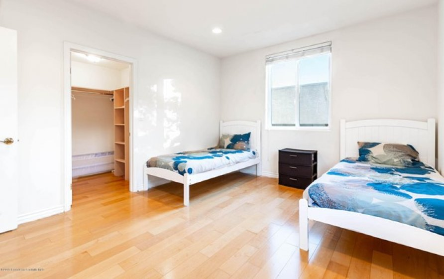 UPSTAIRS BEDROOM 2-2