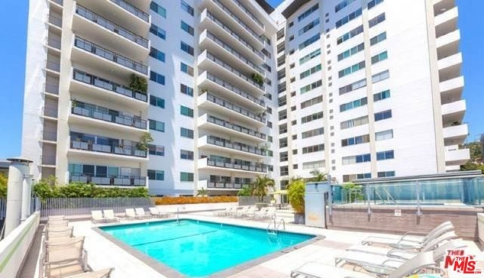 Private Westview Towers Pool, Sauna, Jacuzzi