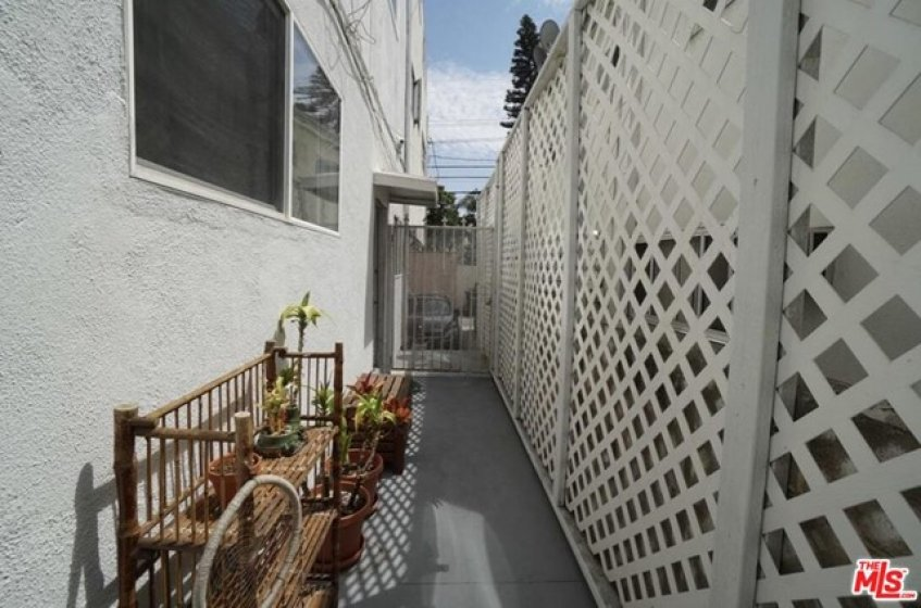 large patio w acce to e back and parking